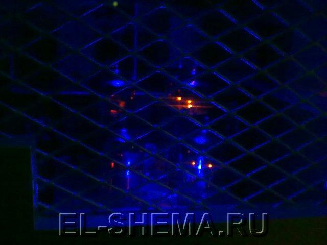 Лампы подсвечены синим