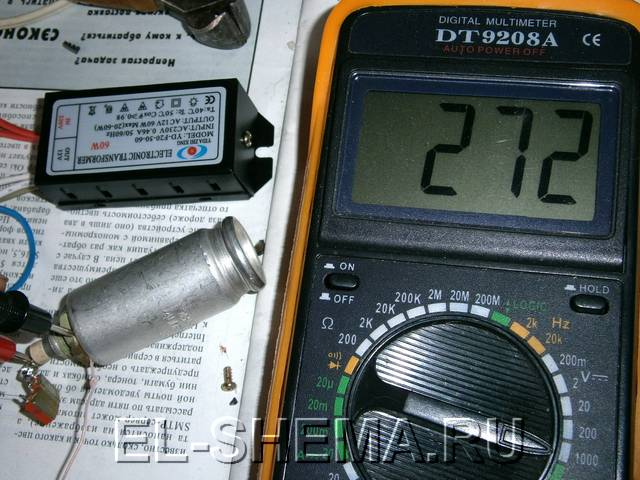 меряем напряжение на выходе электронного трансформатора