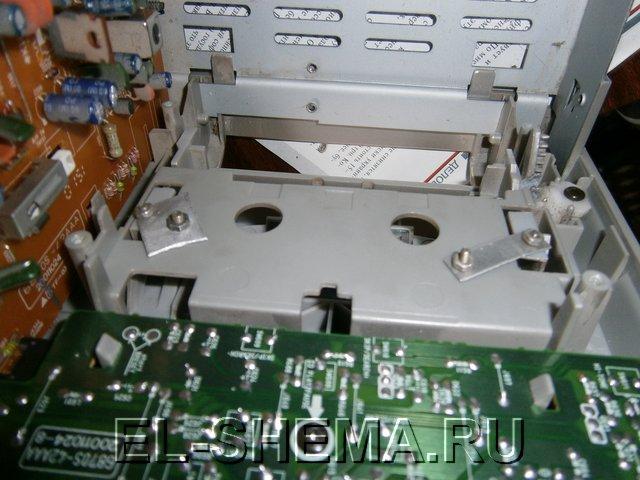 крышку, закрывающую кассету