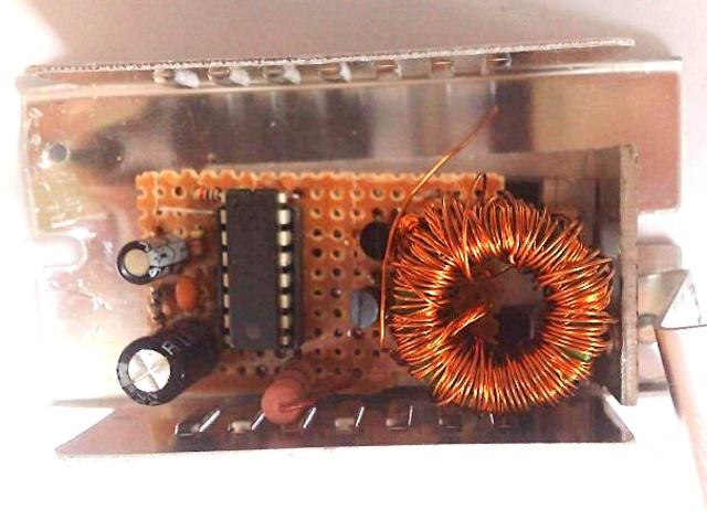 Монтаж инвертора выполнен в корпусе от электронного трансформатора